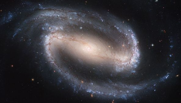 640px-Hubble2005-01-barred-spiral-galaxy-NGC1300